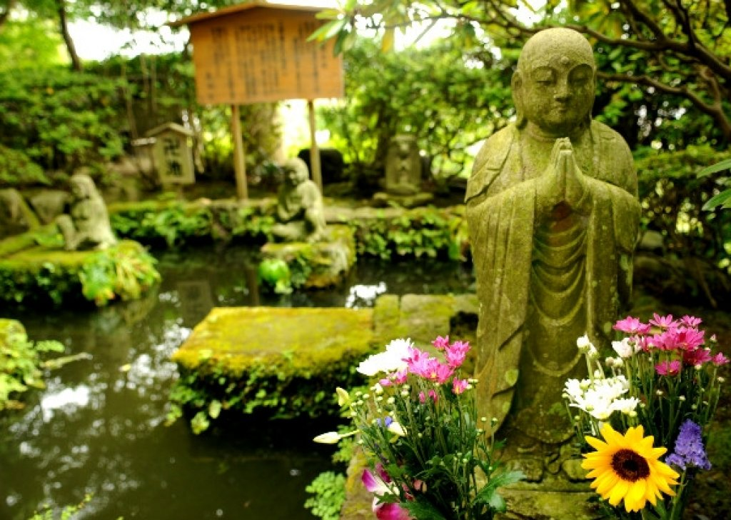 zen gardening a view of buddha Place this cast stone buddha statute by campania in your garden to create a serene and zen-like atmosphere in your background statue measures 8 l x 11 w x 13 h view more.